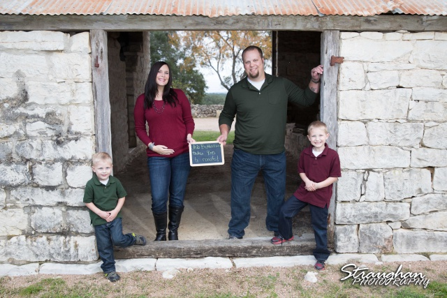 Frustaglio Family Portraits Garden Ridge barn