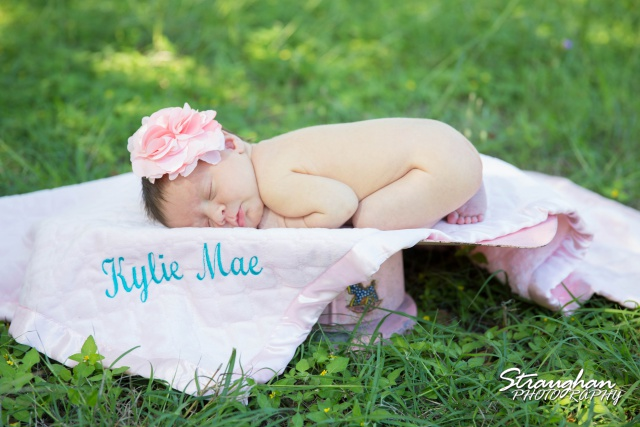 Kylie Mae baby photos name on blanket