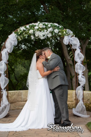 Andi and Ricks wedding, a kiss