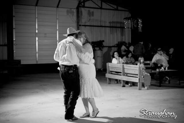 woode's wedding poteet, first dance