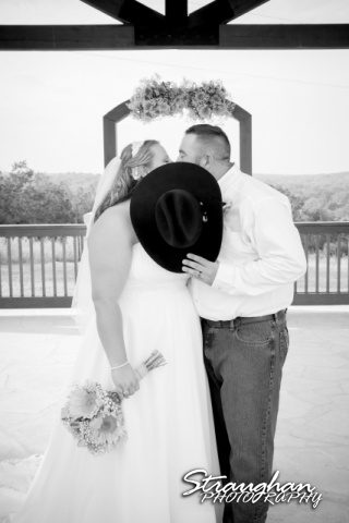 Lindsey and Tommy's Wedding, Boulder Springs bw kiss