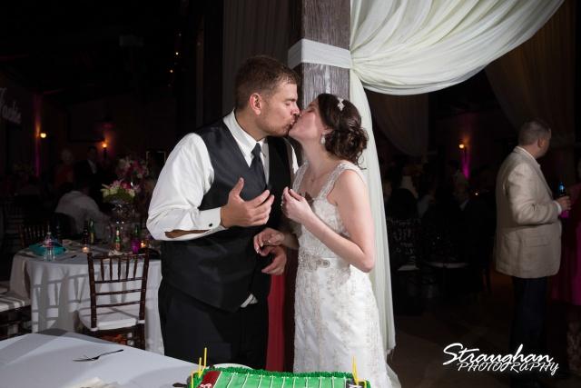 Jackie and Steve's wedding,cake kiss