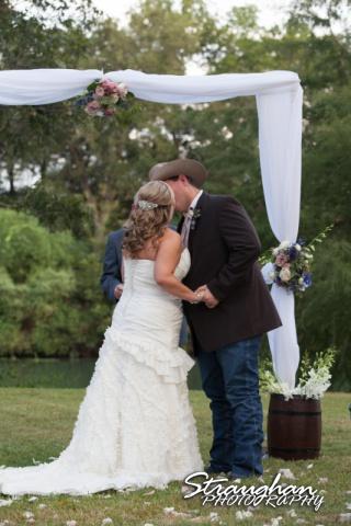 Angie wedding Marriott New Braunfels kiss