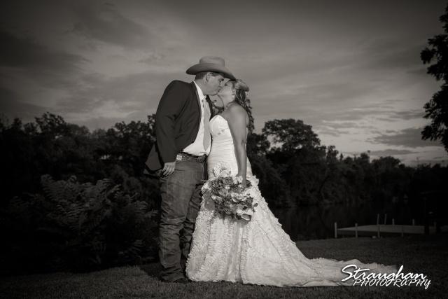 Angie wedding Marriott New Braunfels bw couple