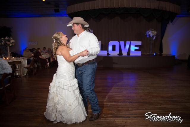 Angie wedding Seekats New Braunfels first dance
