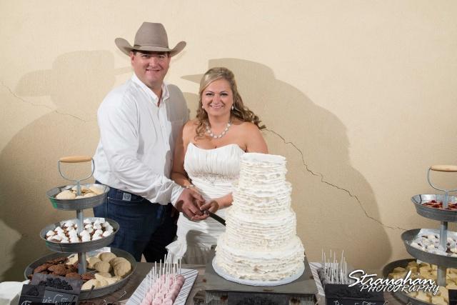 Angie wedding Seekats New Braunfels cake cutting