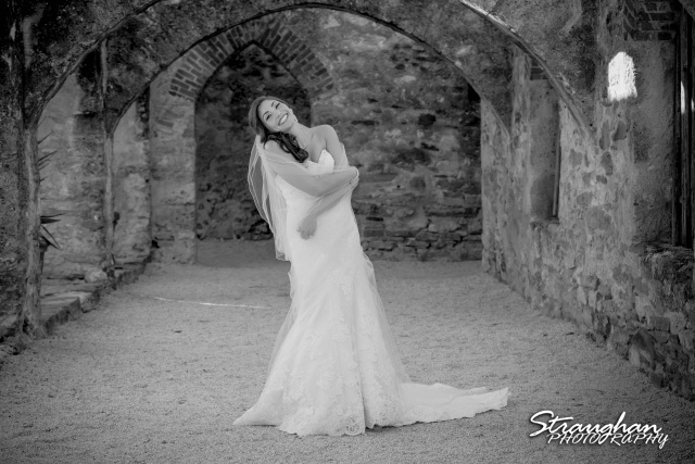 Allison H bridal Mission San Jose in the arches bw