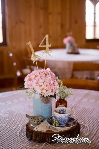 Pat wedding Bella Springs floral cernterpiece