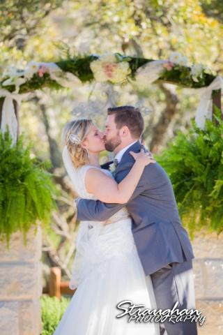 Pat wedding Bella Springsthe kiss