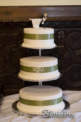 Sheehan wedding Inn on the riverwalk cake