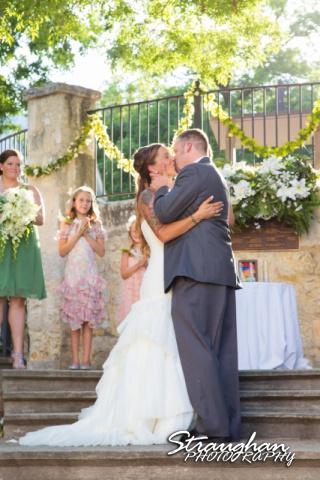 Sheehan wedding Inn on the riverwalk kiss