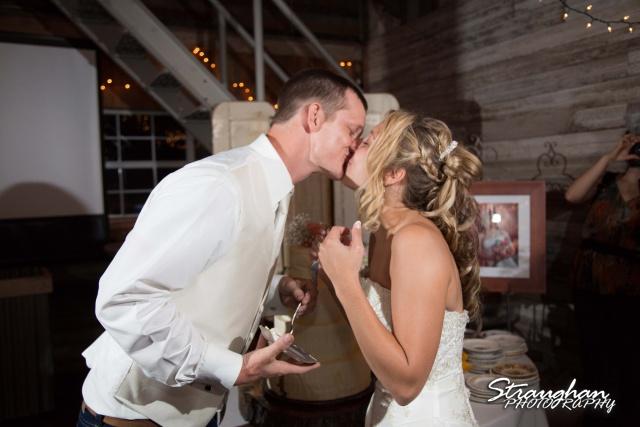 Amanda Red Coral Ranch cake kiss