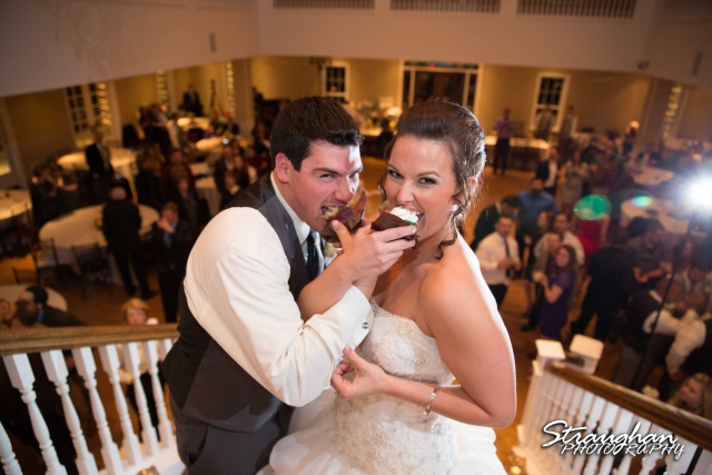 Ashton wedding Kendall Plantation cupcakes