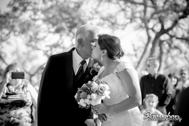 Bonnie wedding Boulder Springs dad and daughter kiss