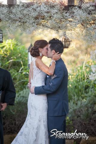 Clarissa wedding Vista West Ranch the kiss