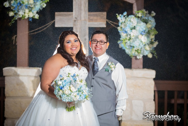 Cheyenne wedding the Springs Boerne couple at arch