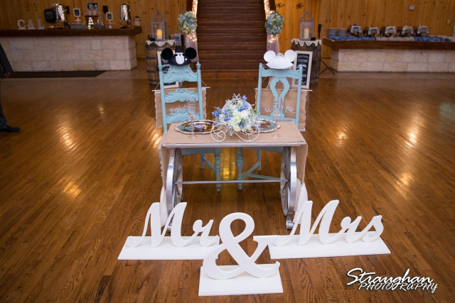 Cheyenne wedding the Springs Boerne head table