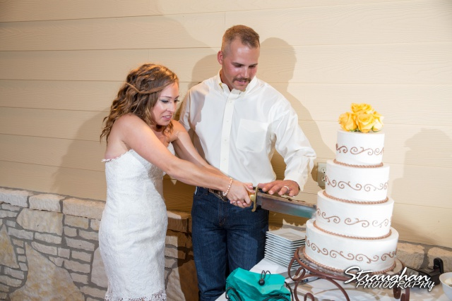 Samantha wedding Happy H Ranch cake cutting