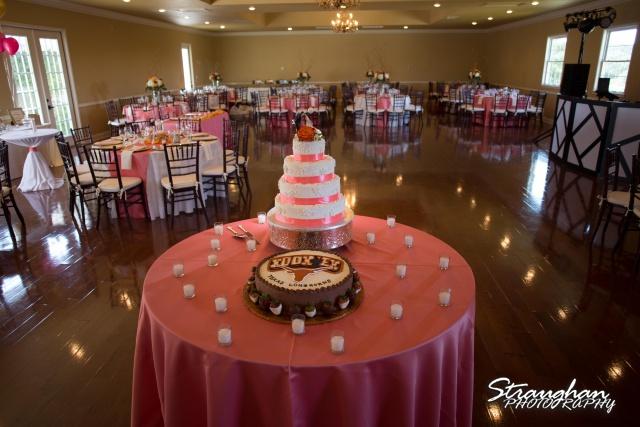 Erin Wedding Gardens of Cranesbury View cakes