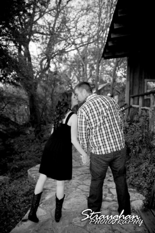 Jackie Engagement Gruene Kiss on the path Black and White