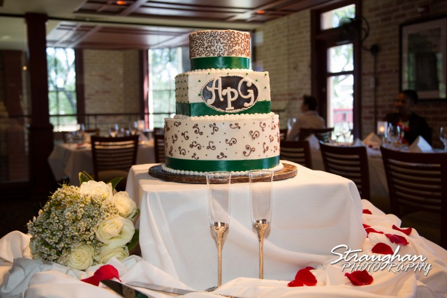 Ari wedding ruth Chris san antonio cake