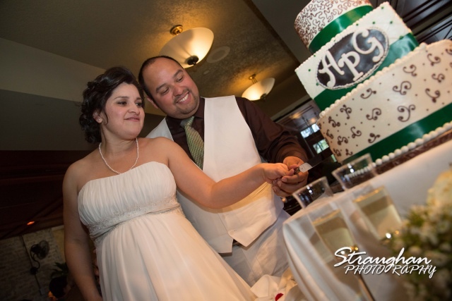 Ari wedding ruth Chris san antonio cake cutting