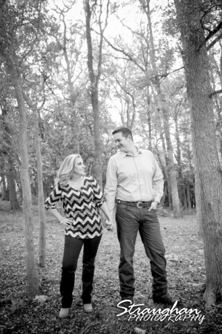 Heather engagement Gruene bw in the trees