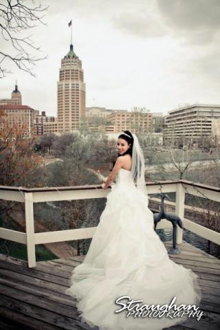 Inn on the Riverwalk bride