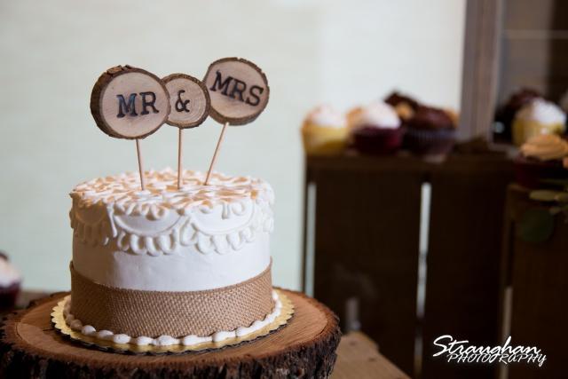 Blais_Jessica wedding the Lodge at Bridal Veil Falls cake