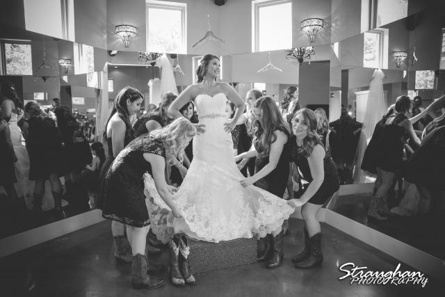 Blais_Jessica wedding the Lodge at Bridal Veil Falls getting ready