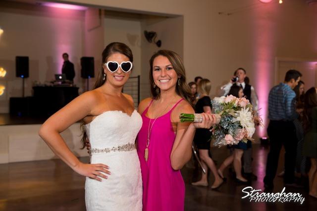 Blais_Jessica wedding the Lodge at Bridal Veil Falls bouquet catch