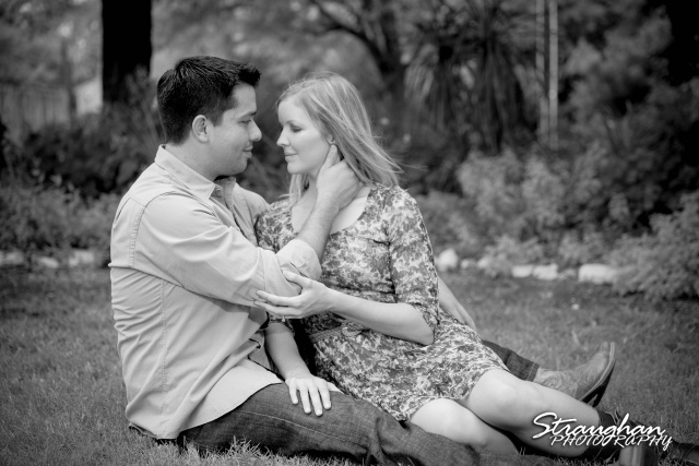 Carlos engagement Gruene  bw in the grass