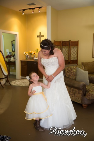 Wedding Faithville Village Devon mom and daughter