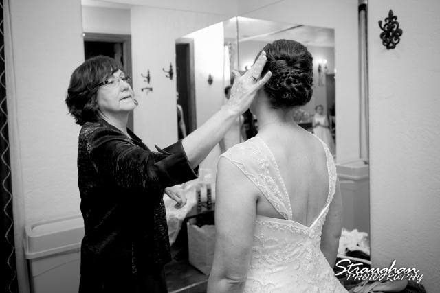 Wedding Bella Springs Jennifer mom and bride
