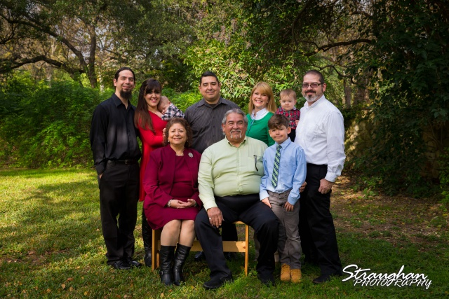 Lopez family shoot entire family seated