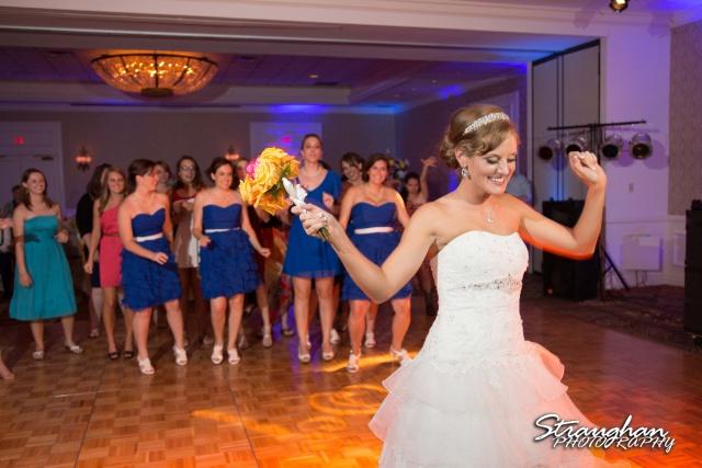 Jazmine's wedding Omni de la Mansion bouquet dancing