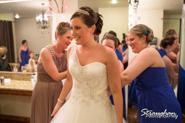 Kristan's wedding Bella Springs Boerne zipping up