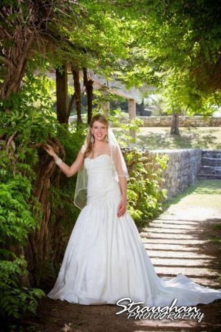 Kelli bridal San Antonio Botanical Gardens in the vineyard