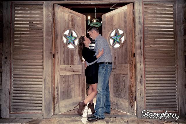 Leeann engagement Gruene star doorway