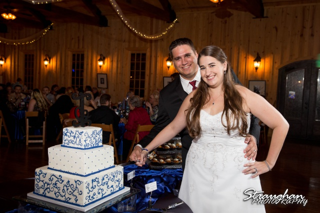 Lacey wedding Boulder Springs Legacy Hall cake cutting