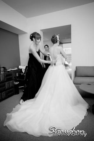 Laura wedding Hotel Contessa dressing