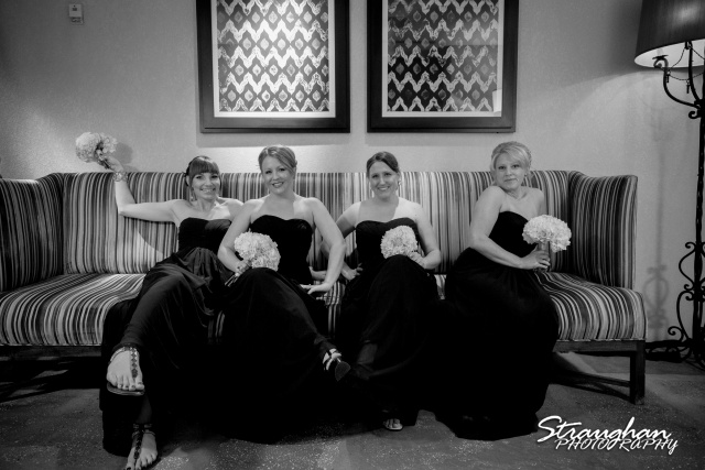 Laura wedding Hotel Contessa girls on the couch