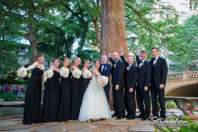 Laura wedding Hotel Contessa the bridal party