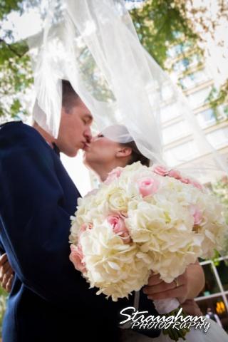 Laura wedding Hotel Contessa kiss under the veil
