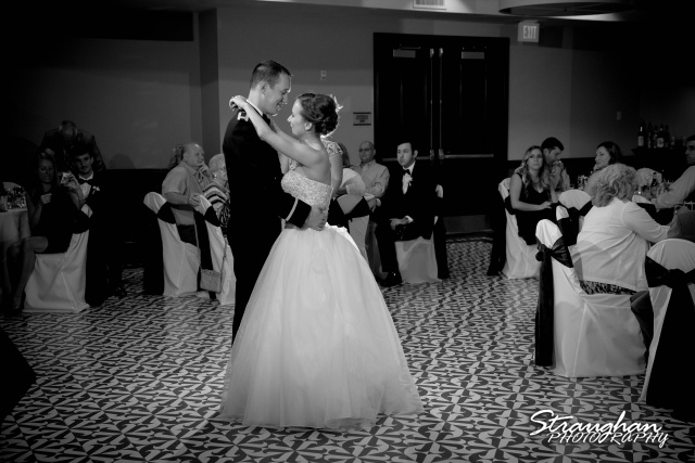 Laura wedding Hotel Contessa first dance black and white