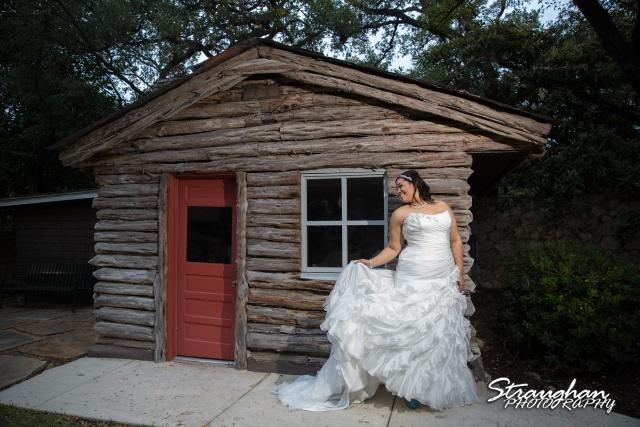 Sciobahn bridal Landa Library by cabin