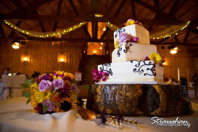Jeanette wedding Boulder Springs Stonehaven cake