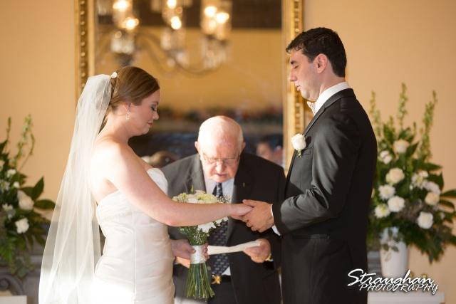 Ashlie wedding Club at sonterra ceremony prayer