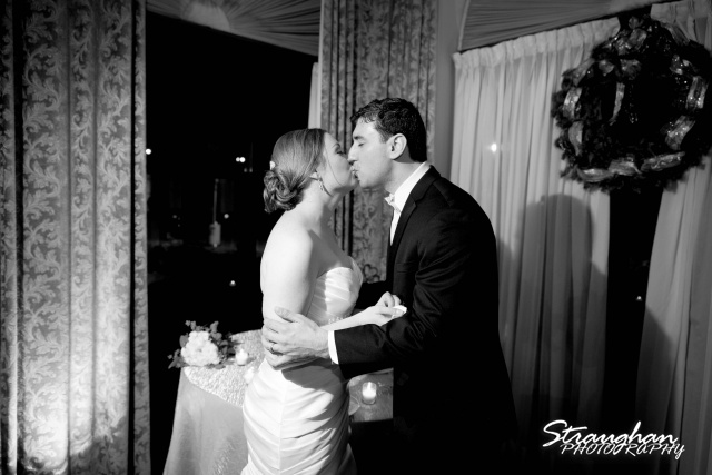 Ashlie wedding Club at Sonterra cake cutting