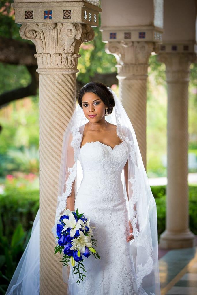 bridal photo with roman pillars